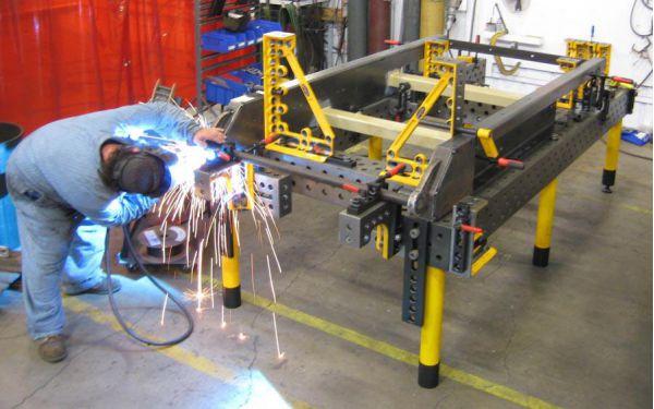 三维柔性焊接平台使用中